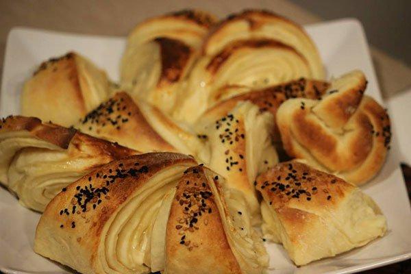 الخبز بالجبنة وحبة البركة